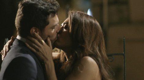 """Caio (Rodrigo Lombardi) e Bibi (Juliana Paes) em cena de """"A Força do Querer"""" (Foto: Divulgação/Globo)"""