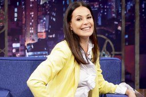 """Carolina Ferraz em entrevista a Danilo Gentili no """"The Noite"""" (Foto: Gabriel Cardoso/SBT)"""