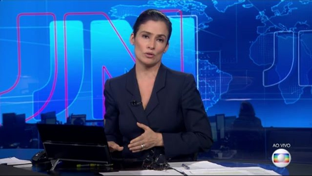 Renata Vasconcellos na transmissão da votação contra Temer (Foto: Reprodução/Globo)