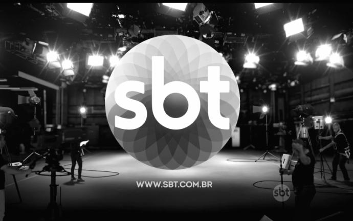 """Silvio Santos fica insatisfeito, cancela gravação com cantores e dispara: """"Voltem com playback"""""""
