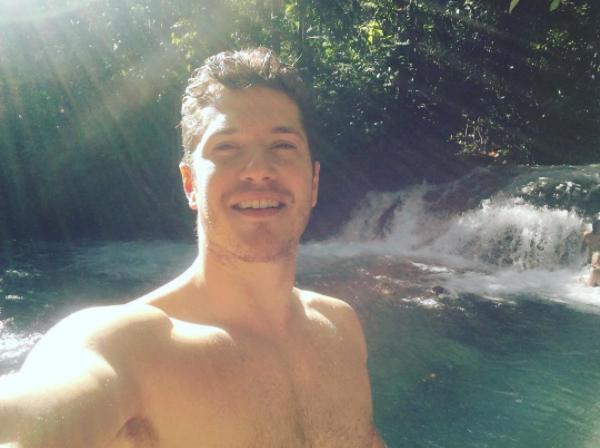 """Caio Paduan na folga das gravações de """"Outro Lado do Paraíso"""" (Foto: Reprodução/Instagram)"""