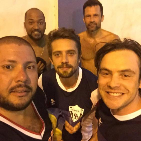 Rafael Cardoso e Sergio Guizé na folga das gravações (Foto: Reprodução/Instagram)