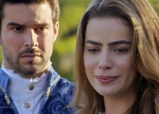 """Enrico (Bernardo Velasco) e Pietra (Rayanne Morais) em cena de """"Belaventura"""" (Foto: Reprodução/Record)"""