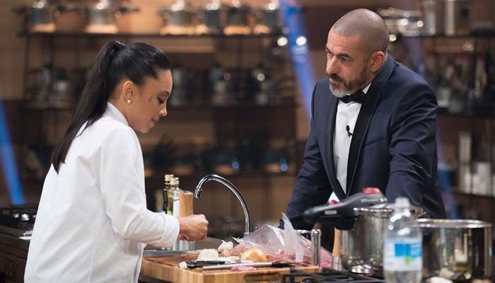 """Michele, a campeã do """"MasterChef 4"""" e o chef Henrique Fogaça (Foto: Carlos Reinis/Band)"""