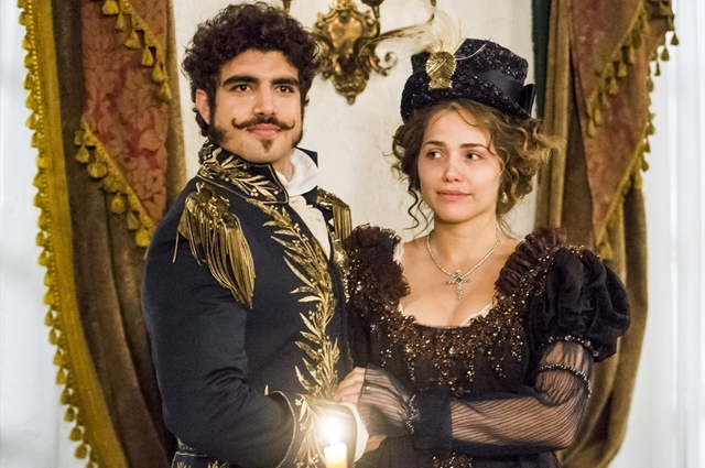 """Pedro (Caio Castro) e Leopoldina (Letícia Colin) em """"Novo Mundo"""" (Foto: Globo/João Miguel Júnior)"""