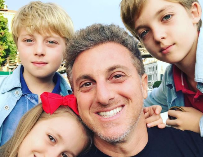 """Dia Dos Filhos: Luciano Huck Homenageia Filhos No Dia Dos Pais: """"Todo Dia"""