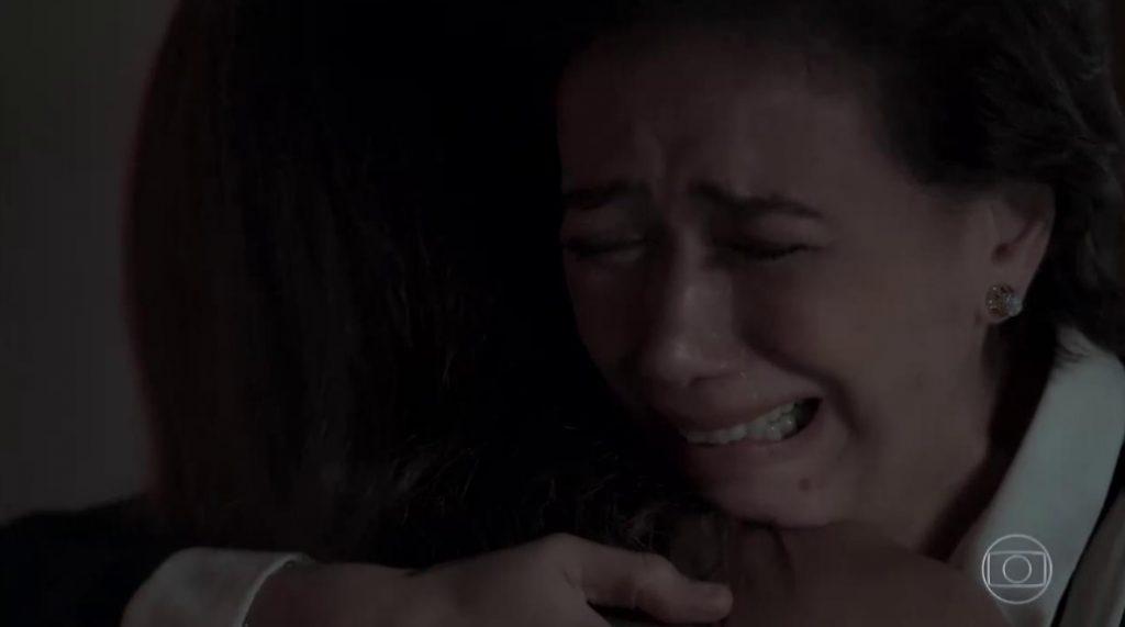 Silvana (Lília Cabral) chora ao ver Bibi (Juliana Paes) em cassino