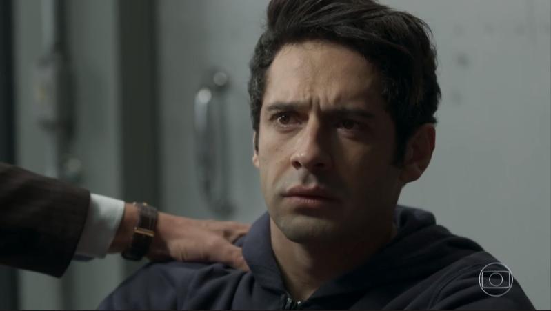 """Agnaldo (João Baldasserini) em cena de """"Pega Pega"""" (Foto: Reprodução/Globo)"""