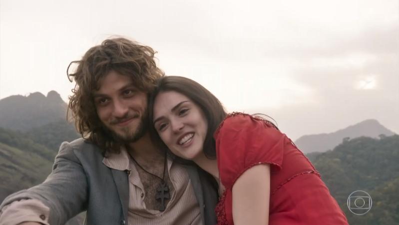 """Joaquim (Chay Suede) e Anna (Isabelle Drummond) em cena do último capítulo de """"Novo Mundo"""" (Foto: Reprodução/Globo)"""