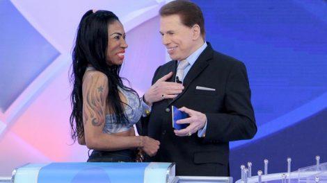 Silvio Santos com Inês Brasil durante seu programa no SBT (Foto: Lourival Ribeiro/SBT)