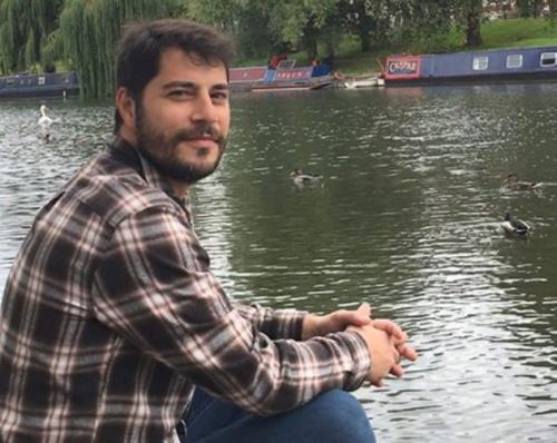 Evaristo Costa divide opiniões ao aparecer só de barba (Foto: Reprodução)