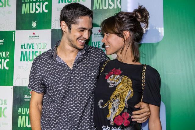 O ator Gabriel Leone e a namorada, Carla Salle (Foto: Divulgação)