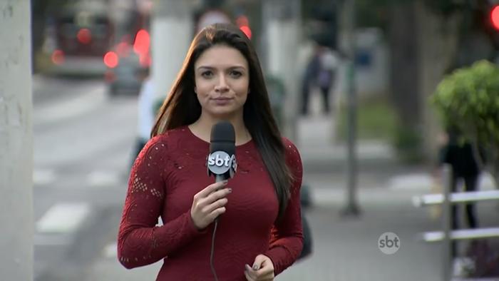A repórter Thaís Nunes durante telejornal do SBT (Foto: Reprodução/SBT)
