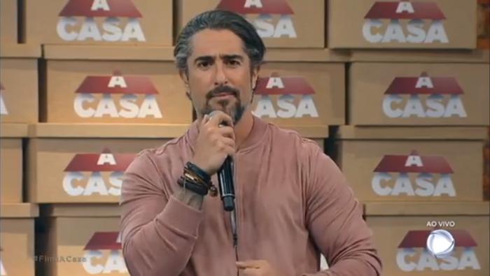 """O apresentador Marcos Mion na final de """"A Casa"""" (Foto: Reprodução/Record)"""