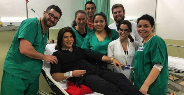 Tiago Barnabé no hospital. Foto - reprodução.