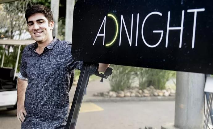 """Marcelo Adnet comanda o """"Adnight Show"""". (Foto: Divulgação/TV Globo)"""