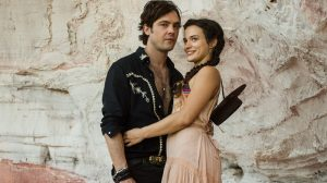 "Gael (Sergio Guizé) e Clara (Bianca Bin) em ""O Outro Lado do Paraíso"" (Foto: Globo/Raquel Cunha)"