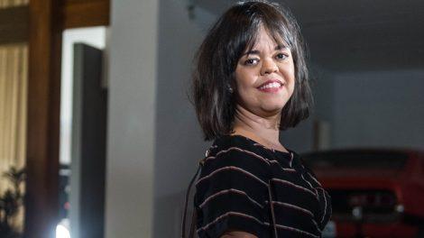 "Estela (Juliana Caldas) em ""O Outro Lado do Paraíso"" (Foto: Globo/Raquel Cunha)"