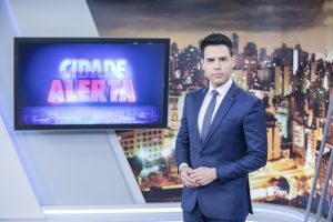 """Luiz Bacci no comando do """"Cidade Alerta"""" (Foto: Edu Moraes/Record)"""
