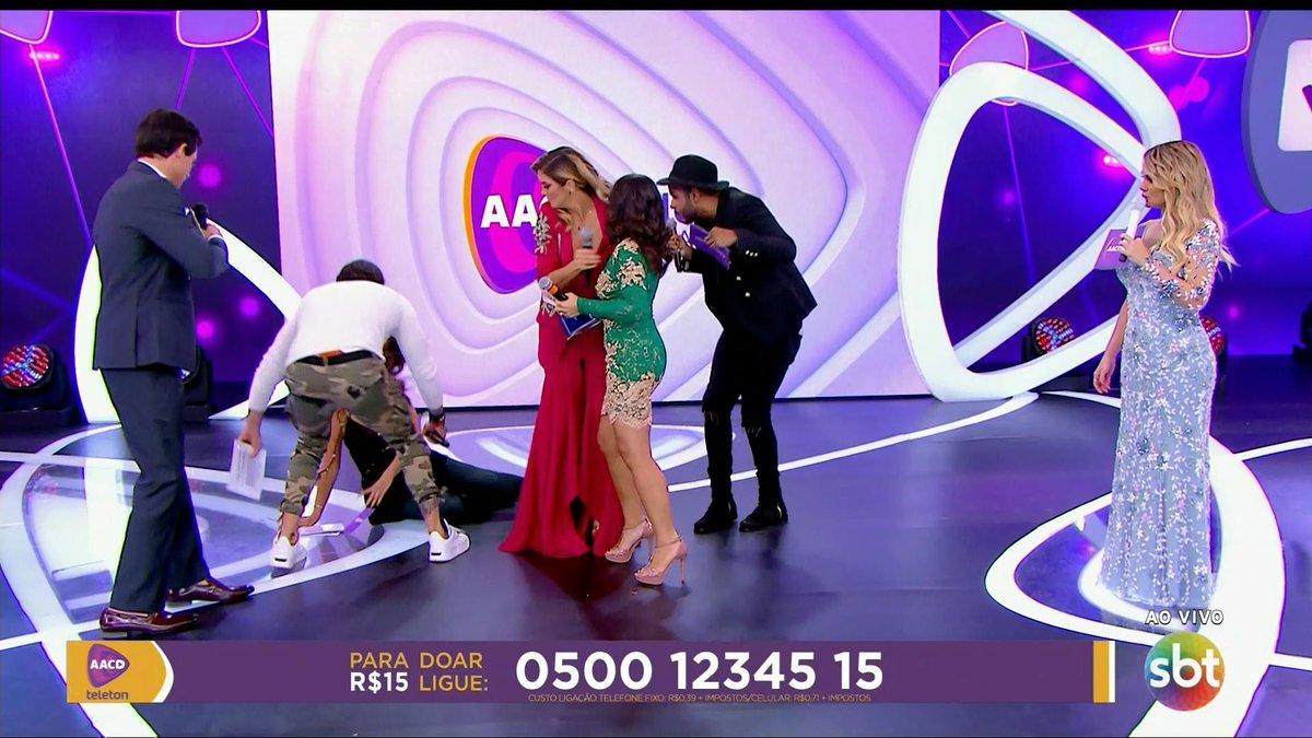 Patricia Abravanel cai no Teleton e Eliana fica imóvel (Foto: Reprodução)