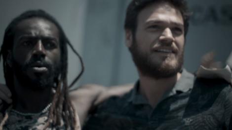 """Rubinho (Emílio Dantas) e Sabiá (Jonathan Azevedo) em cena de """"A Força do Querer"""" (Foto: Divulgação/Globo)"""