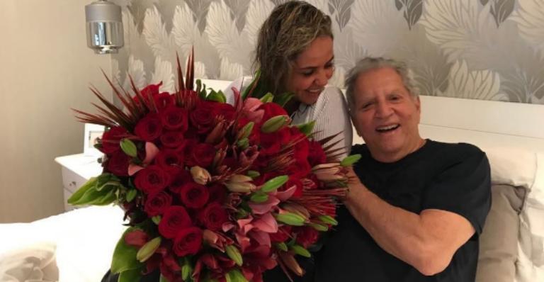 Aos 82 anos, Carlos Alberto de Nóbrega cancela despedida de solteiro; saiba o motivo