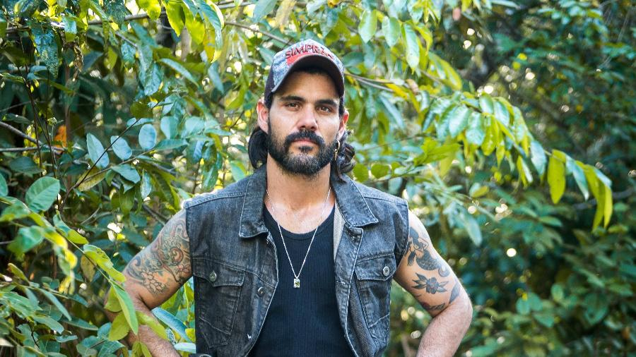 Juliano Cazarré (Foto: Reprodução) O Outro Lado do Paraíso