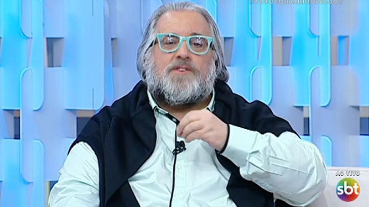 """O apresentador Leão Lobo durante o """"Fofocalizando"""" (Foto: Reprodução/SBT)"""