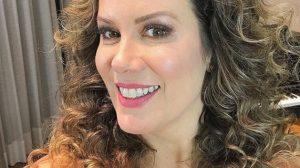 A apresentadora Regina Volpato está em ótima forma aos 51 anos de idade (Foto: Reprodução)
