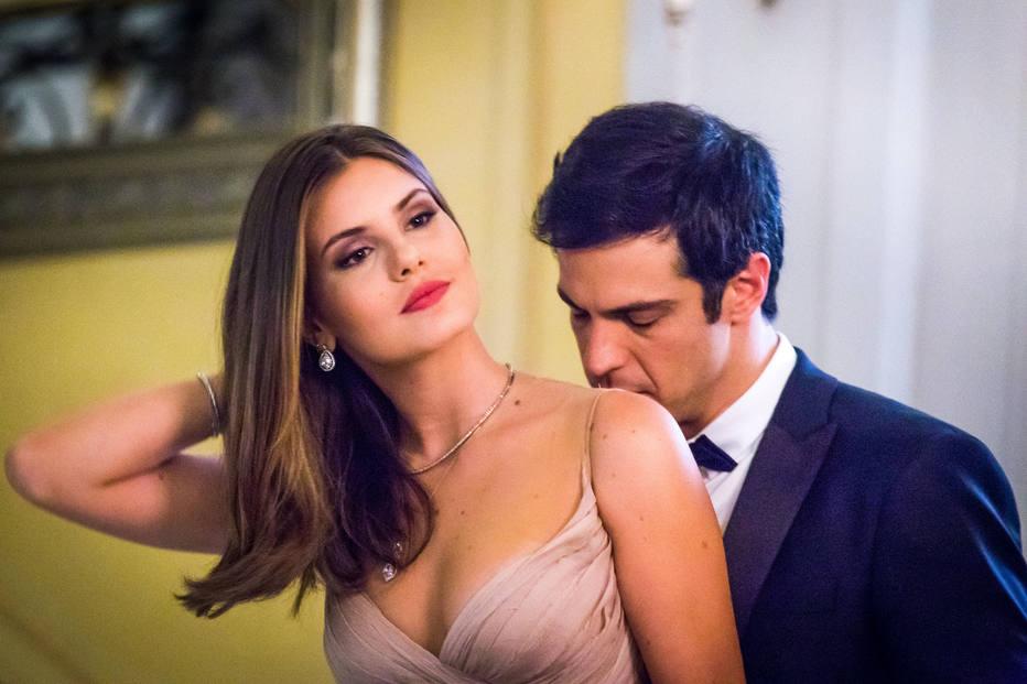 Eric (Mateus Solano) e Luiza (Camila Queiroz) em Pega Pega (Foto: Divulgação)