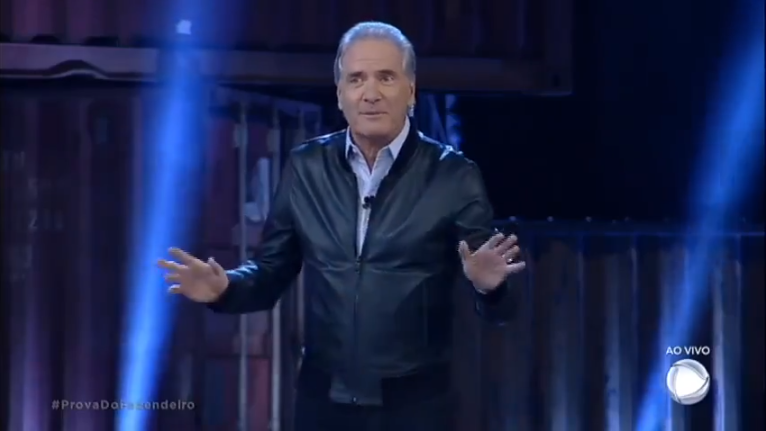 """O apresentador Roberto Justus no comando de """"A Fazenda"""" (Foto: Reprodução/Record)"""