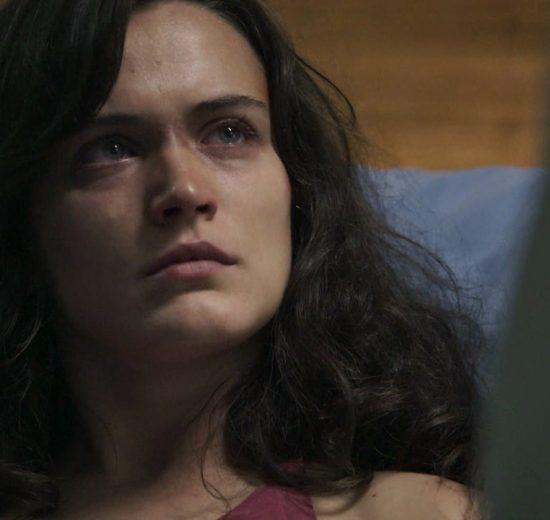 Clara (Bianca Bin) em cena de O Outro Lado do Paraíso (Foto: Reprodução/Globo)