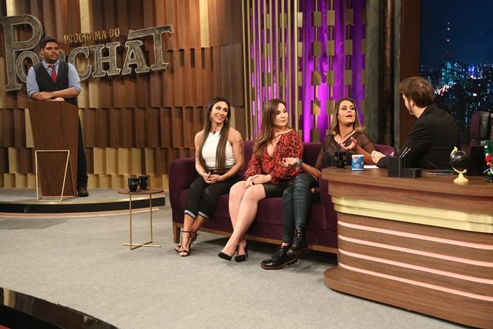 três mulheres convidadas concedem entrevista ao apresentador da Record