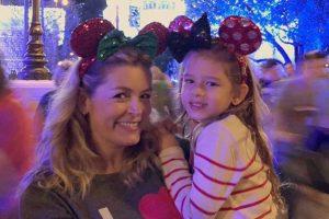 Bianca Castanho. Foto do site da O TV Foco que mostra Bianca Castanho publica foto com a filha na Disney e mostra semelhança