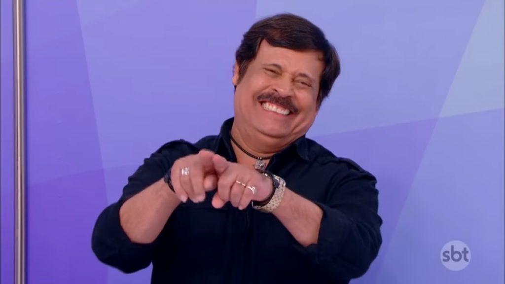 O ator Carlinhos Aguiar foi demitido do SBT após mais de trinta anos na emissora. (Foto: Reprodução/SBT)