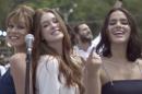 Mariana Ximenes, Marina Ruy Barbosa e Bruna Marquezine na vinheta de fim de ano da Globo (Foto: Divulgação/Globo)