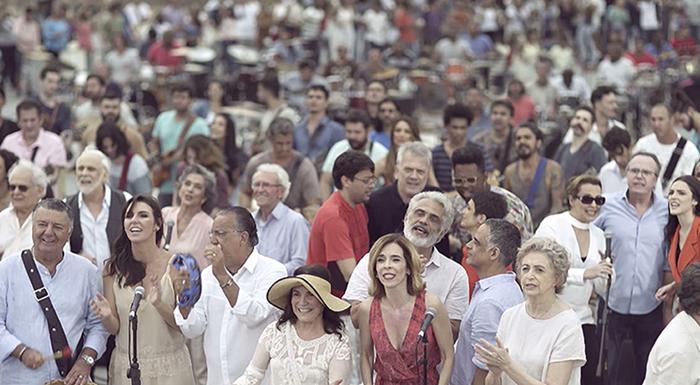 Elenco da Globo e músicos na vinheta de fim de ano da emissora (Foto: Divulgação/Globo)