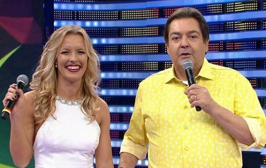 Juliana Valcésia participou até mesmo da Dança dos Famosos como professora no Faustão (Foto reprodução)
