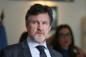 Antonio Calloni. Foto do site da O TV Foco que mostra Antonio Calloni adota novo visual para viver criminoso em série da Globo