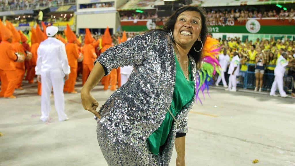 A apresentadora Regina Casé. (Foto: Reprodução/Youtube)