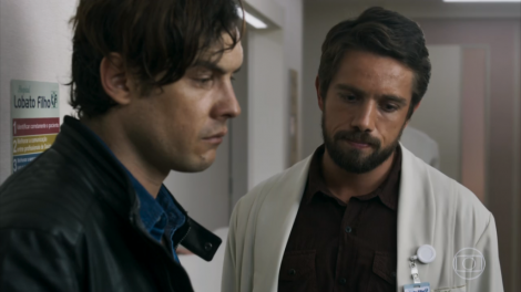 Gael e Renato em cena na trama (Foto: Reprodução)