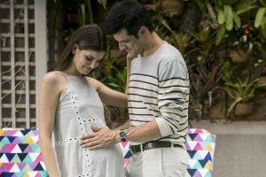 Luiza (Camila Queiroz) e Eric (Mateus Solano) em cena de Pega Pega (Foto: Raphael Dias/Gshow)