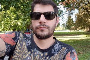 Evaristo Costa. Foto do site da O TV Foco que mostra Evaristo Costa dá conselho inusitado após fã reclamar da própria aparência