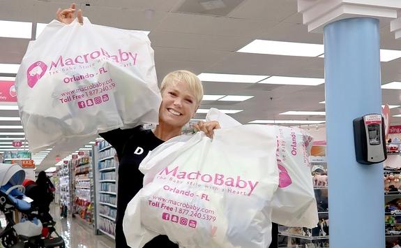 Xuxa faz compras nos EUA (Foto: Divulgação)