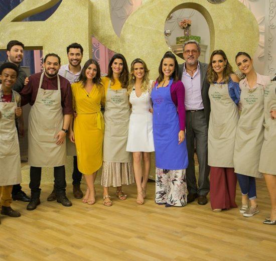 vários artistas do sbt em pé no cenário do programa Bake OFF Brasil