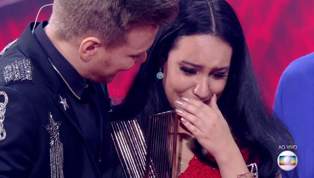 Samantha Ayara ficou muito emocionada com o resultado do The Voice (Foto: TV Globo)