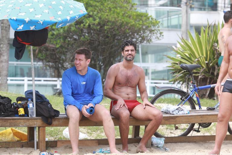 Bruno Cabrerizo na praia (Foto: Dilson Silva/AgNews)