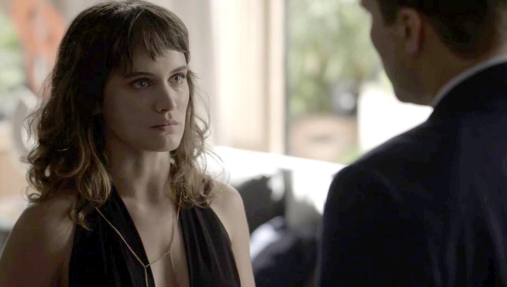 Era tudo o que Clara precisava... (Foto: TV Globo)