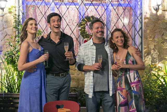 Luiza (Camila Queiroz), Eric (Mateus Solano), Borges (Danton Melo) e Tereza (Dani Barros) (Foto: Globo/Rafael Campos)