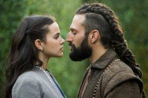 Catarina (Bruna Marquezine) e Constantino (José Fidalgo) em Deus Salve o Rei (Foto: Globo/João Miguel Júnior)